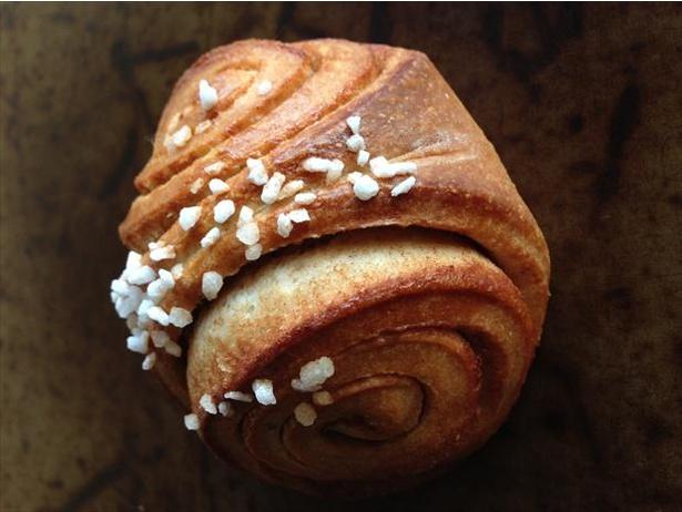 「手づくりのパン薫々堂」の「フィンランド風シナモンロール」