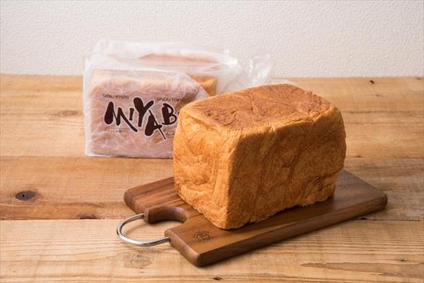 「CAFE&BAKERY MIYABI」の「デニッシュ食パン ミヤビMサイズ」
