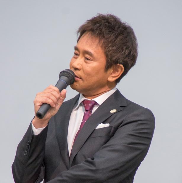 思わずバックハグ(?)した浜田雅功