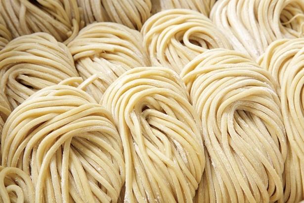 香り高く味わいのある自家製太麺だからこそ濃厚スープとの相性が抜群にいい