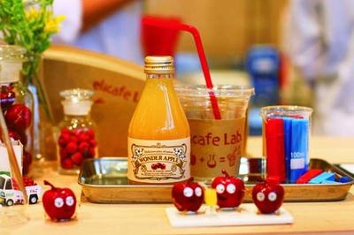リンゴ専門カフェのドリンクを/elicafe