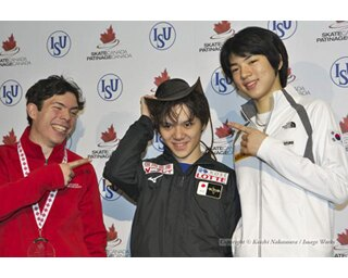 宇野昌磨、スケートカナダでの記者会見にて。キーガン・メッシングに帽子を被らされていた