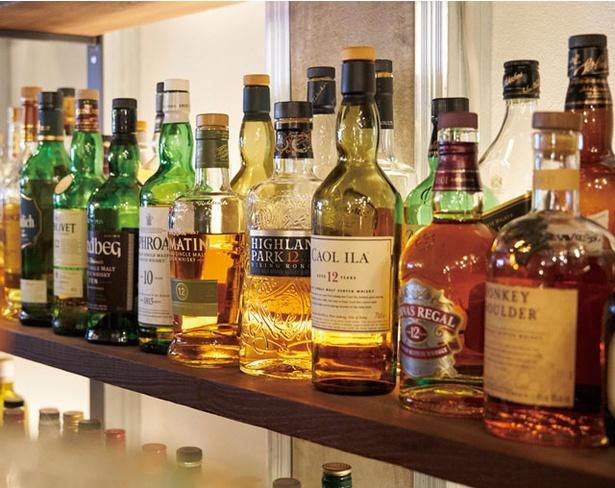 Coniglio / バータイムにはウイスキーやカクテルなどのアルコールと、6種類のコーヒーメニューを用意