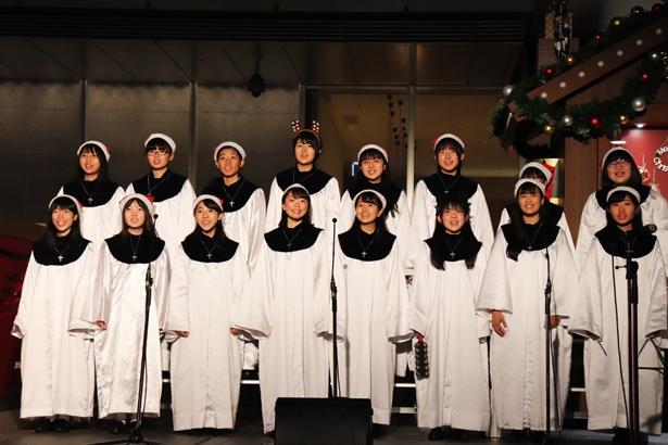 聖霊高校の聖歌隊がクリスマスソングを披露