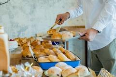 言われてみれば確かに嫌かも… パン屋さんのパンは衛生的じゃないと感じる人が続出