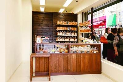 高速神戸店と2店舗展開。元パティシエによるアップルパイも好評/食ぱんの店 春夏+秋冬 元町店
