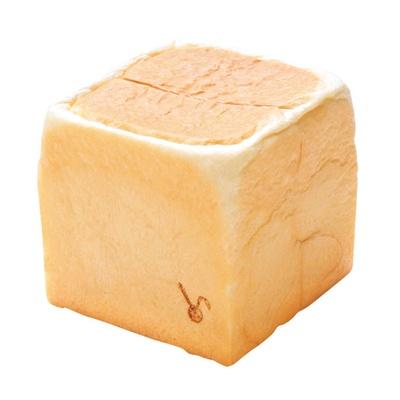 【写真を見る】クリーミー生食パン・S(440円)。厳選した生クリームとハチミツでほんのり甘い/GOOD BREAD LA PAN 関目本店