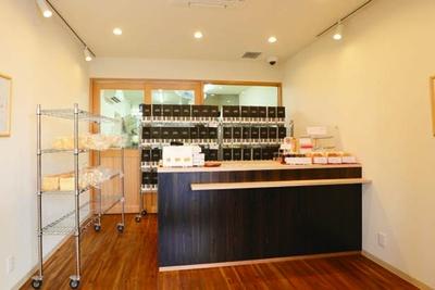 M(1.5斤660円)とL(2斤880円)も。12月には京都にも進出予定だ/GOOD BREAD LA PAN 関目本店