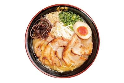 九州宮崎ラーメン 響 大塚店 / 「黒チャーシュー」(864円)。こってりしたスープに香ばしいたっぷりのチャーシューがたまらない