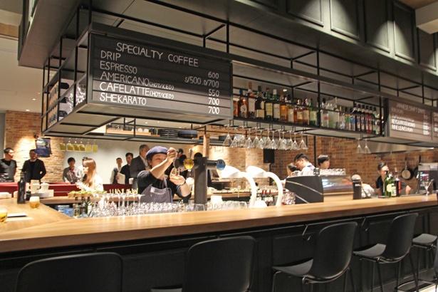 ホテル1階にあるカフェ&バー「BUNDOZA」。朝はスペシャルティコーヒー、夜はオリジナルカクテルなど、こだわりのドリンクやフードを提供