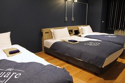 最上位の客室「プレミアツイン」(1室2万3700円~)。3名での滞在時には、大型のソファをベッドとして利用できる