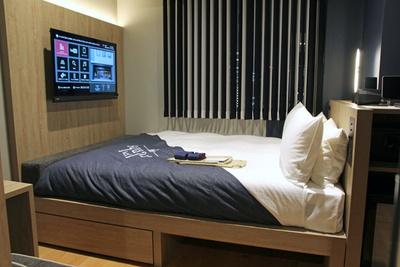 最もポピュラーな客室「モデレートダブル」(1室1万1500円~)。2名でも快適に宿泊できる