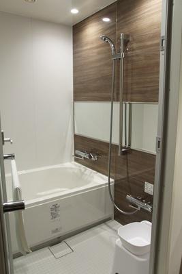 洗い場付きのバスルームがある客室も。写真は「グランドツイン」(1室1万8900円~)のバスルーム
