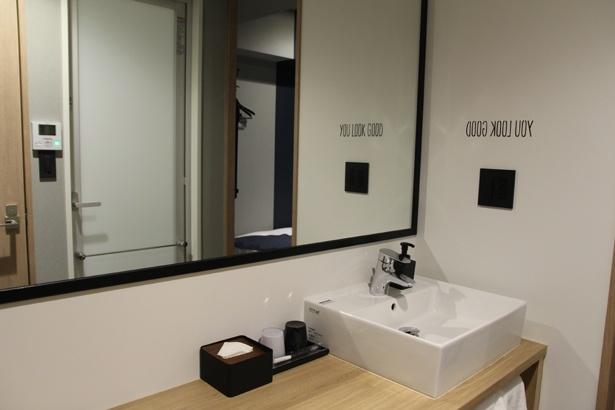 使い勝手の良い独立洗面台。写真の部屋は「スーペリアダブル」(1室1万1500円~)