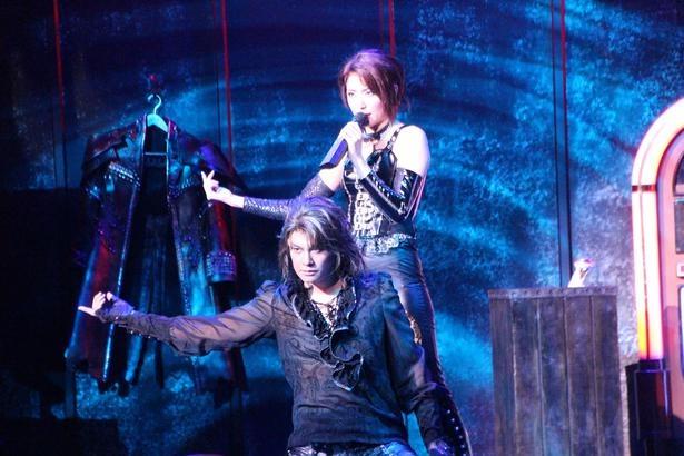 【写真を見る】哀しくも愛しい王・ランダムスター(浦井健治)と妖艶な悪女・ランダムスター夫人(長澤まさみ)が観客を魅了する