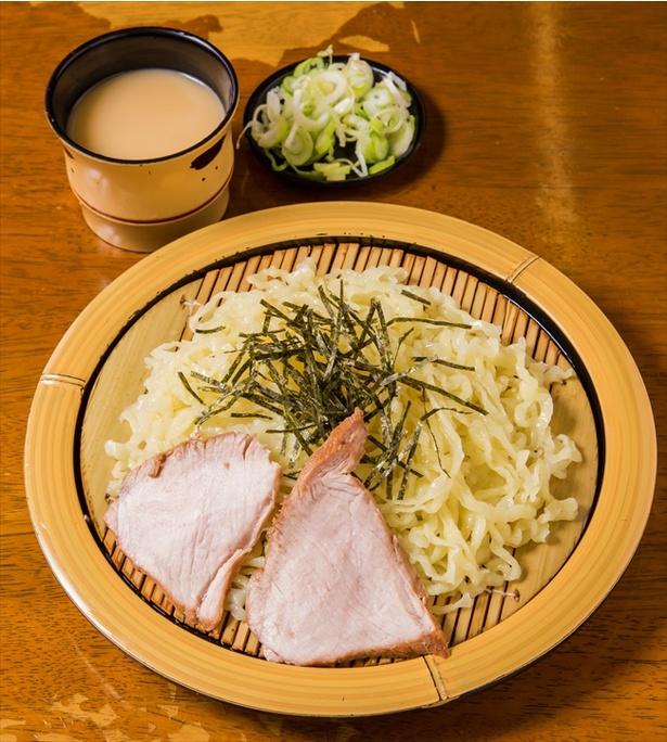 【画像を見る】手打ち麺の食感がよりダイレクトに味わえる「ざる(ゴマ)」