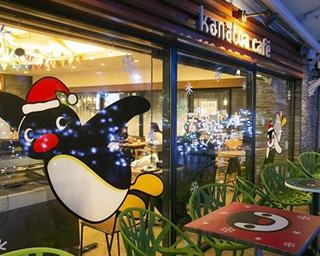 サンシャインシティのクリスマススペシャルライブに登場したピングーと、サンシャイン水族館のケープペンギン