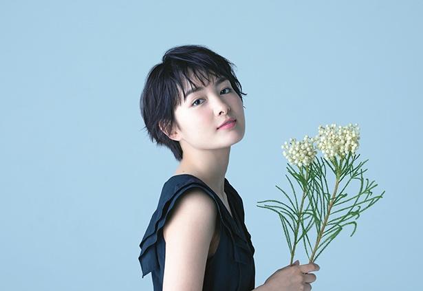 好きな花との撮影で、葵わかなの表情もリラックス!?