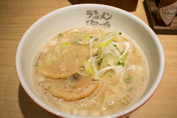 「ラーメン海鳴」の代名詞魚介とんこつラーメン(780円)