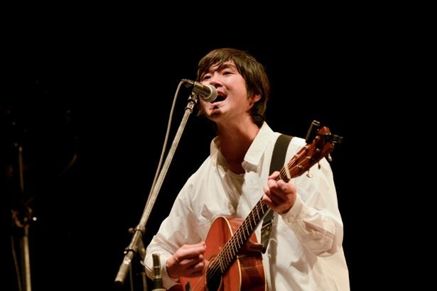 【写真を見る】全7曲。圧巻のステージを披露した藤巻亮太