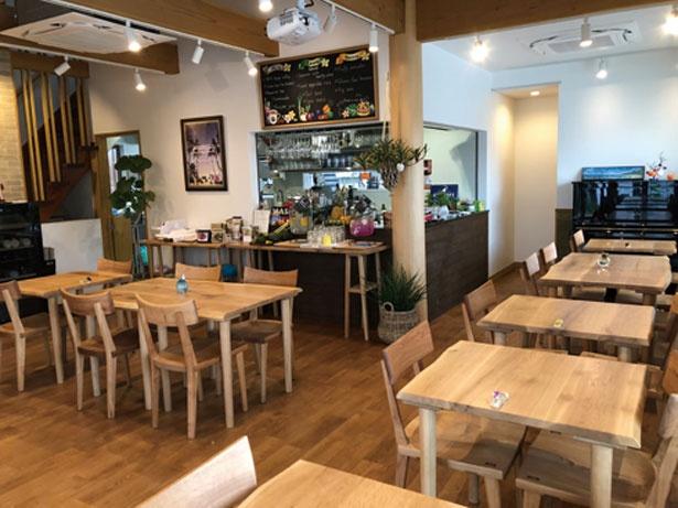 スタイリッシュな店内には雑貨コーナーも併設されている/ビッグマウンテン カフェ&ファーム