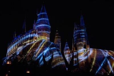【写真を見る】ハリー・ポッターエリア誕生以来最大の魔法がホグワーツ城にかかる!