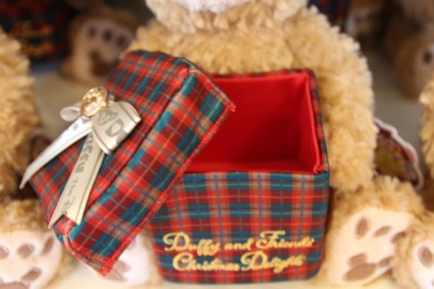 プレゼントボックスは、アクセサリーや腕時計を入れるのにちょうど良いサイズ