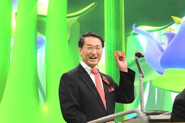 【写真を見る】正解を連発し、ご満悦でカニPRに努める平井知事