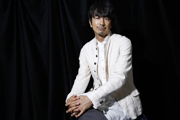 「カラスになったおれは地上の世界を見おろした。」で主演を務める眞島秀和