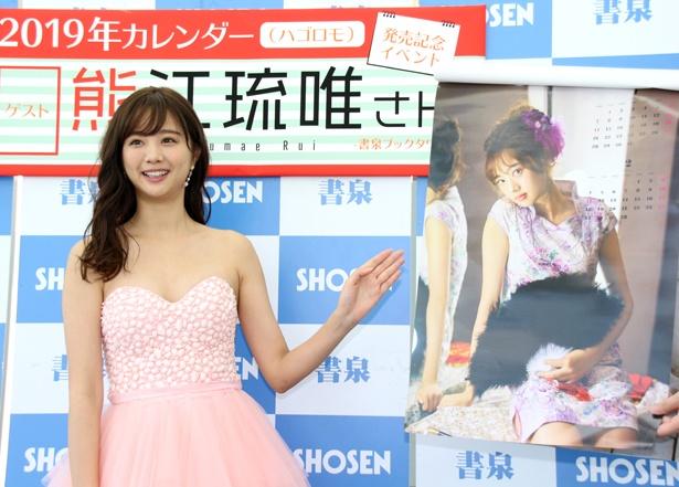 中国出身の熊江琉唯らしくカレンダーはチャイナドレスでスタート