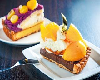 柿とオレンジのチョコタルト(745円、手前)は、チョコの濃厚さと柿の優しい甘さがよく合う。紅芋クリームタルト(842円、奥)も美味/ARROW TREE 京都三条店