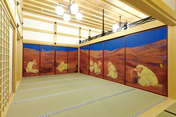 田村能里子画伯が描いた本堂障壁画「風河燦燦三三自在」も併せて公開される/天龍寺塔頭 宝厳院