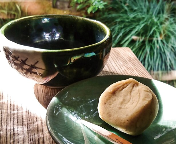 国産の栗を使った栗しぼり 抹茶セット(1080円)/老松 嵐山店
