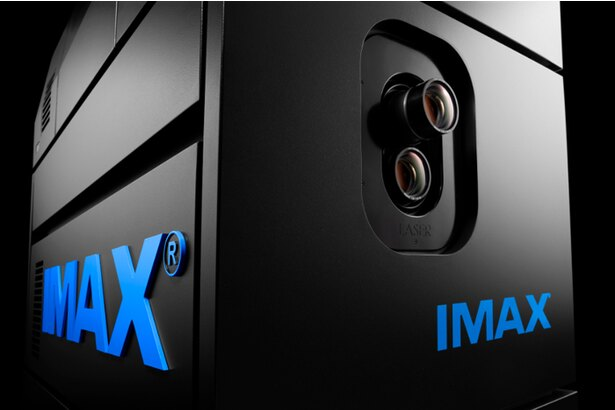 【写真を見る】「4Kレーザープロジェクター」。4K解像度の美麗な映像をレーザー光源で明るく鮮やかに映し出す