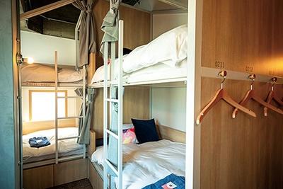 清潔感あるドミトリーは一人旅やグループでの利用に/CAFETEL 京都三条 for Ladies