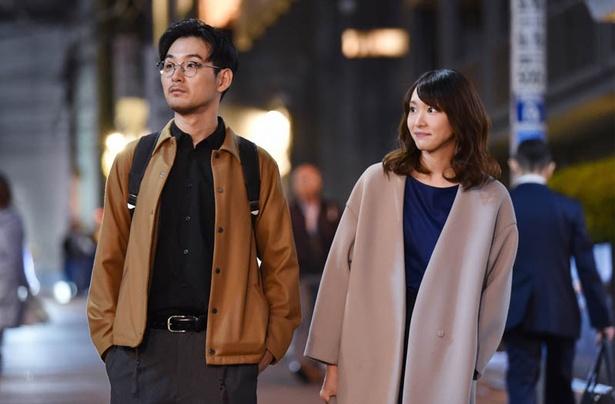 【写真を見る】路上でキスをした晶(新垣結衣)と恒星(松田龍平)…!