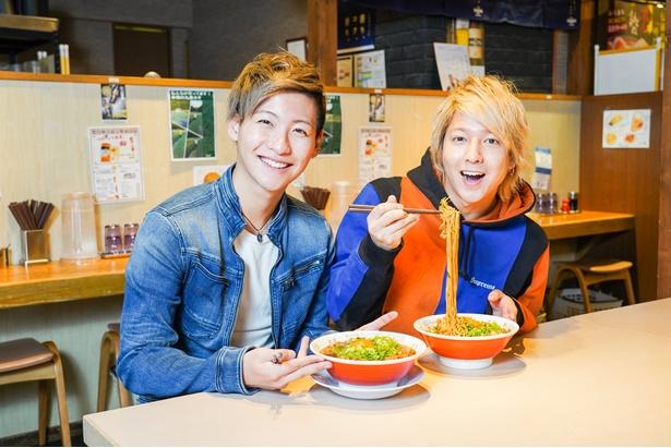 「初めて食べる味もたくさんあるね」(山田・写真左)、「どのラーメンも個性的!」(坂田・写真右)