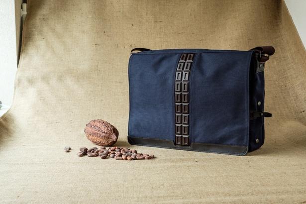 CHOCOLATANの雑貨は、大人の男性がスーツに合わせて持つことができる、洗練されたデザインが魅力