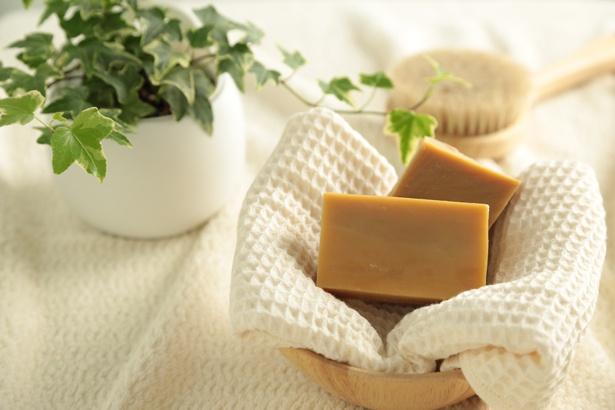 無添加石鹸本舗の「赤ちゃんにつかいたいやさしい石鹸」。伝統的な釜焚き製法で作られる石鹸は大切な赤ちゃんにも使いたくなるほど