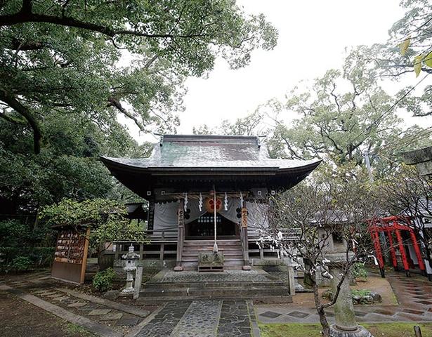 松森天満宮 / 1713年建立の拝殿はほぼ当時の姿のまま。裏に回ると正殿がある