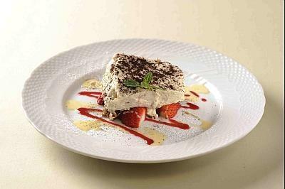イタリアン料理 ドラットリア ドン アルポルト「紅ほっぺティラミス」(780円)
