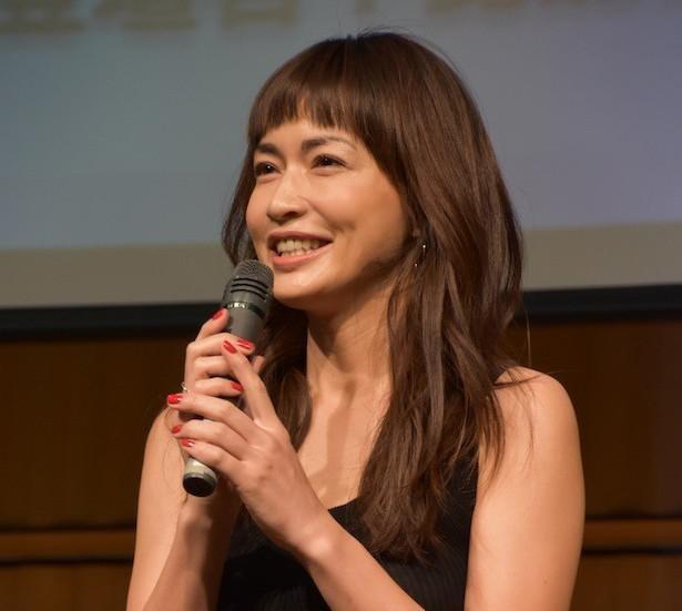 長谷川京子が衝撃のポーズを披露した