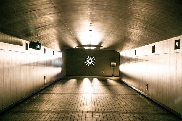プロペラから漏れる怪しげな光、古時計がカチカチと鳴る不思議な空間が広がる「TOKYO TIME TUNNEL~闇~」