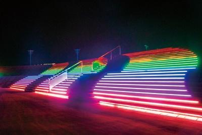 タイムトンネルを抜けると現れる七色に光る大階段「光の大階段」