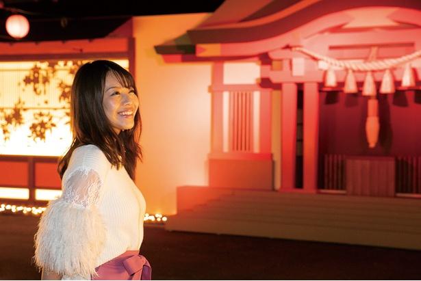 豊かな色彩で江戸の城下町を再現。お祭りや銭湯ののれん、神社など映像や音楽も楽しめる「江戸にぎわい光夜」