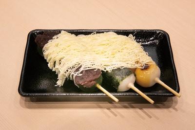 「nagomi 焼き団子 ふわふわバター3本」(550円) / 和~nagomi~