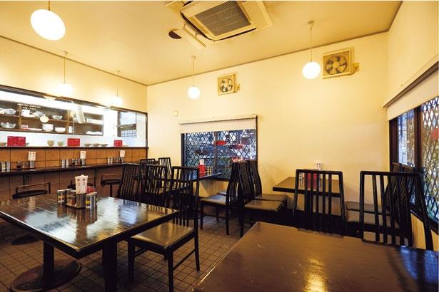 店内はテーブル席も多く、ファミリー層にも人気/MARUIラーメン