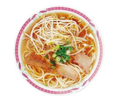 豚骨に鶏ガラと香味野菜を加えたコク旨仕立てのスープが、太めのストレート麺にマッチする中華そば(400円)/江洋軒