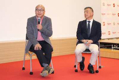 おもちゃ選びのコツを解説する、岩城敏之氏(左)と開一夫氏(右)
