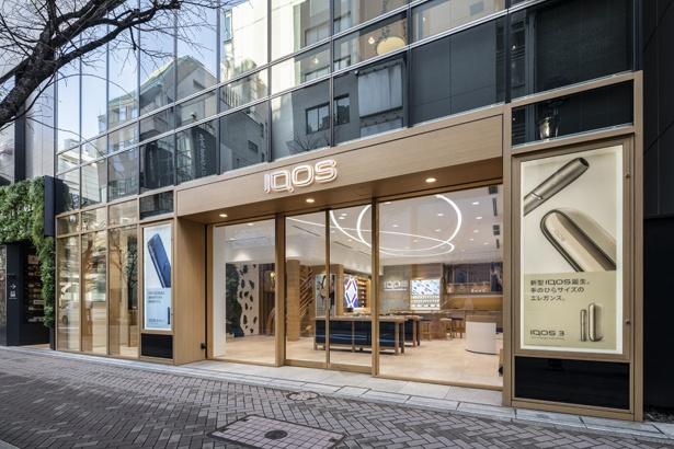 IQOS3シリーズの販売開始と合わせて、全国のIQOSストアの店内内装がリニューアルされた(写真はIQOS銀座)